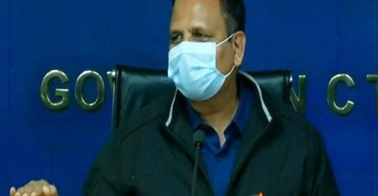 Power Minister Satyander Jain announcing tender for 100 electric vehicle charging stations