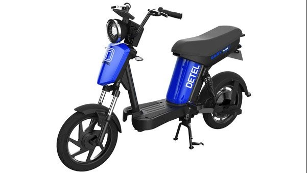 Blue color Detel Easy Plus electric bike in an all-white background
