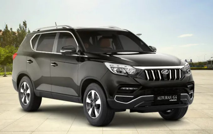 Mahindra Alturas G4 flagship SUV can be purchased for a total discount of Rs. 3.06 lakh.